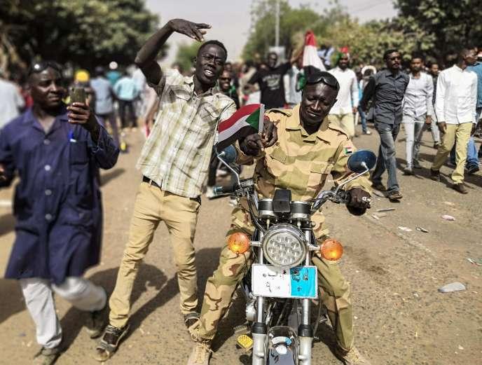 Manifestation de Soudanais à Khartoum, le 11 avril.