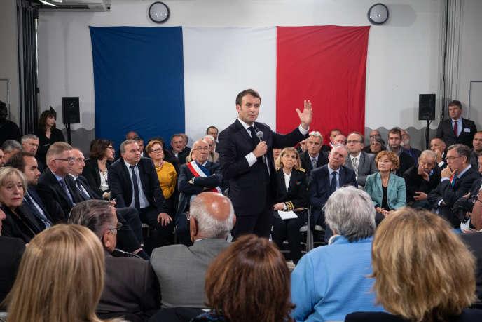 Emmanuel Macron lors de son dernier grand débat à Cozzano (Corse-du-Sud), le 4 avril.