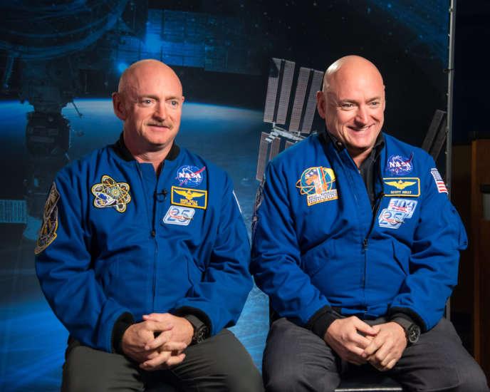 L'astronaute Scott Kelly (à droite), avec son jumeau Mark (à gauche), le 19 janvier 2015.
