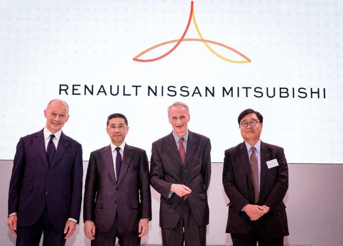 De gauche à droite : Thierry Bolloré, directeur général de Renault, Hiroto Saikawa, PDG de Nissan, Jean-Dominique Senard,président de Renault et de l'Alliance et Osamu masuko, PDG de Mitsubishi, étaient réunis à Paris pour un conseil opérationnel de l'Alliance, vendredi 12 avril.