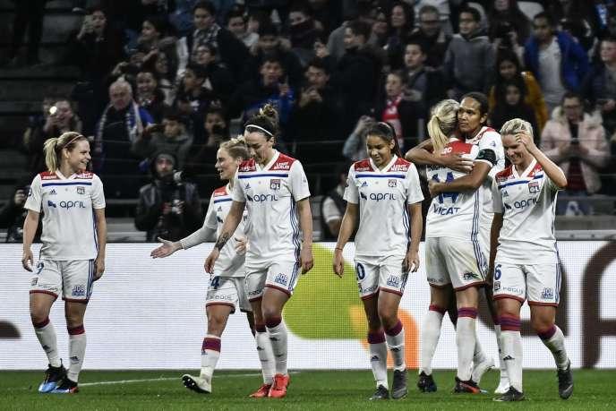 Les joueuses lyonnaises ont fait un grand pas vers le titre, samedi 13 avril, après leur victoire face au PSG.
