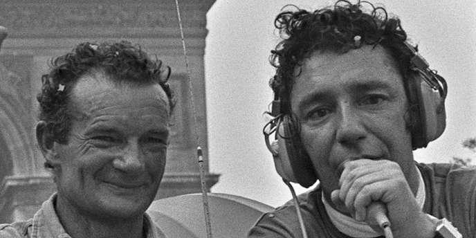 Hubert Wayaffe (à droite) interroge Eric Tabarly en 1976 sur les Champs-Elysées.