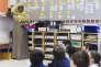Dans le projet de loi sur la laïcité déposé fin mars par le gouvernement québécois, certaines catégories de fonctionnaires, notamment les enseignants, ne pourront plus porter de signes religieux au travail. Ici, dans une école à Montréal, le 4 avril.