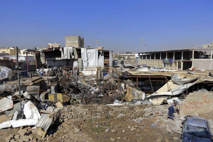 Le district de Jeraf, à Sanaa, après une attaque aérienne sur une usine de plastique, le 10 avril 2019.