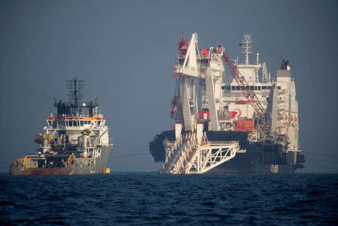 L'«Audacia»,navire poseur de canalisations pour le gazoduc Nord Stream 2, près de l'île allemande deRügen, en novembre 2018.