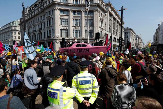 Manifestation à Londres au premier jour d'une « semaine internationale de rébellion» afin de dénoncer la crise climatique,le 12 avril.