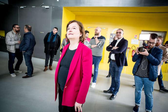 Nathalie Loiseau, tête de liste LRM pour les élections européennes, lors d'une visite de la Serre numérique Rubika à Valenciennes (Nord), le 12 avril.