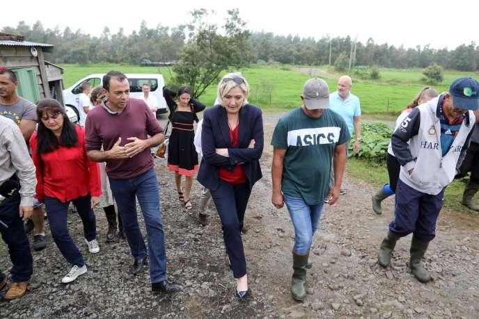 Marine Le Pen lors d'une visiteau Tampon, sur l'île de La Réunion, le 29 mars.