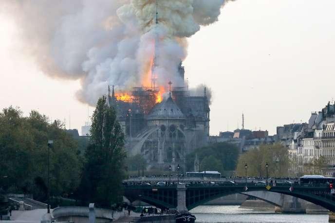 Incendie dans la caht�©drale Notre-Dame de Paris, le lundi 15 avril.