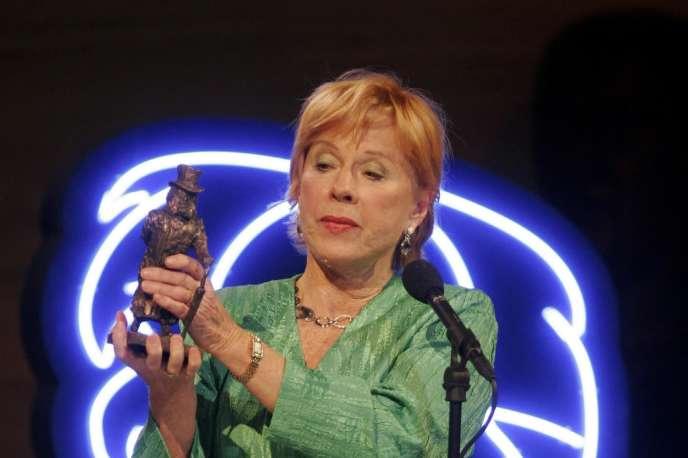 Bibi Andersson recevant le prix Ibsen lors d'un gala à Oslo, en janvier 2005.