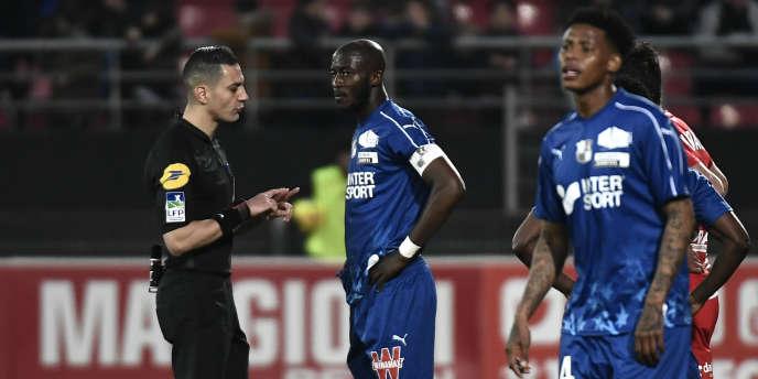 Prince Gouano, défenseur et capitaine de l'équipe de football d'Amiens, lors du match contre Dijon le 12 avril 2019.