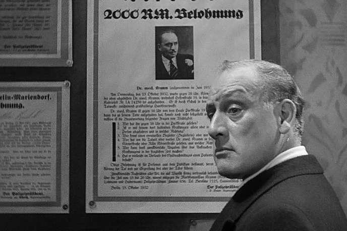 Le professeur Baum, directeur de l'hôpital psychiatrique où est interné le Dr Mabuse. Grâce à ses pouvoirs hypnotiques, Mabuse en fait le pilier de son organisation criminelle.