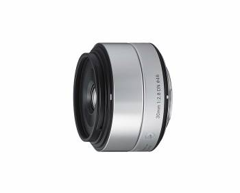 Moins cher mais moins bon en basse lumière Sigma 30mm f/2.8 DN