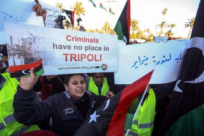 Manifestation contre Khalifa Haftar sur la place des Martyrs de Tripoli, le 12 avril 2019.
