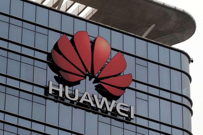 «Ouvrir la porte à Huawei en acceptant sa participation aux enchères pour les fréquences 5G c'est ouvrir la porte au capitalisme d'Etat chinois et accepter un nouveau déséquilibre dans nos relations commerciales.» (Photo: logo de l'entreprise à Dongguan, en Chine, en mars).