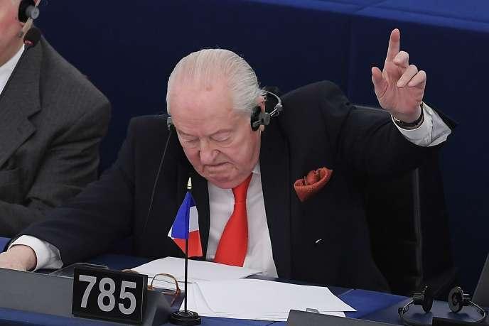 Jean-Marie Le Pen, lors de son discours au Parlement européen, mardi 16 avril.