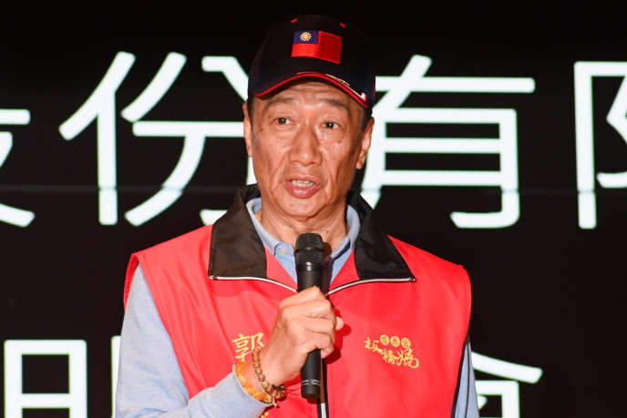 Le patron de Foxconn, Terry Gou, s'exprime lors d'une conférence de presse au siège de sa société, dans le district de Tucheng (Taïwan), le 12 mars.