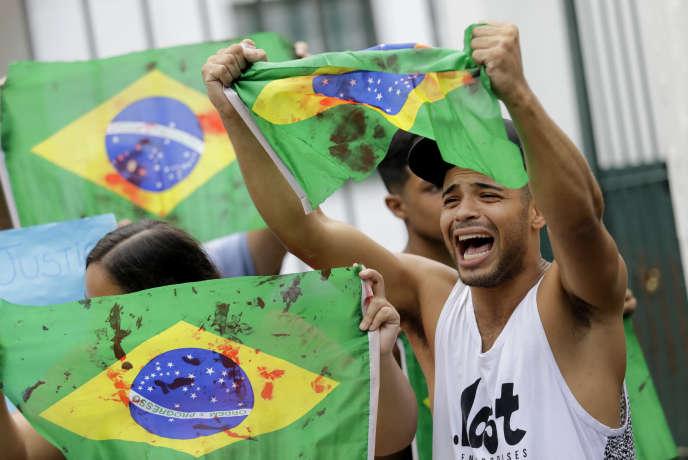 Manifestation des proches d'Evaldo dos Santos Rosa, tué de 80 coups de feu par les soldats de l'armée brésilienne, àRio de Janeiro, le 10 avril.