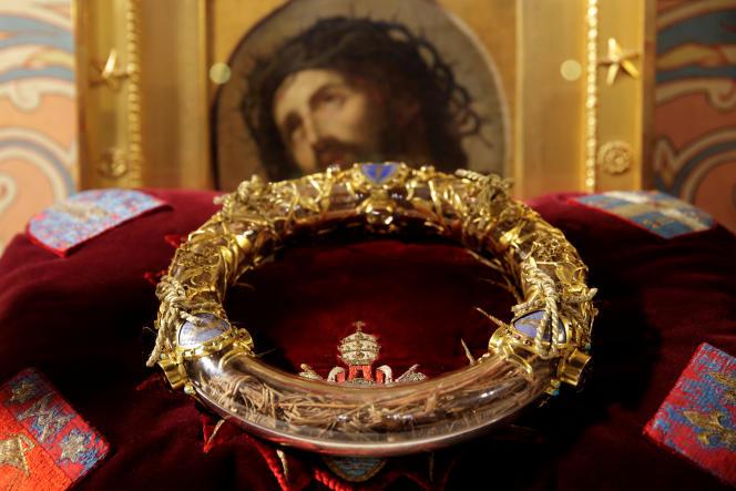 La sainte couronne, relique la plus précieuse de Notre-Dame de Paris, en 2014.