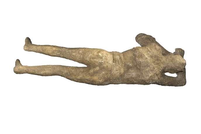 Moule d'une victime de Pompéi (femme). Pompéi, Ier siècle ap. J.-C., plâtre, 45 x 170 x 66 cm.