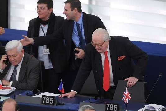 Jean-Marie Le Pen lors de son dernier jour au Parlement européen, à Strasbourg, le 16 avril.