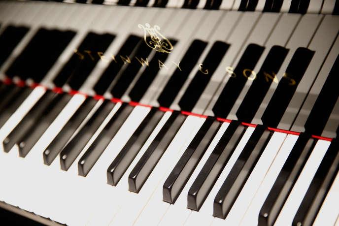 Vue d'un piano Steinway lors d'une représentation de Lang Lang pour un événement de charité à la boutique Hublot, à New York, le 16 mai 2016.