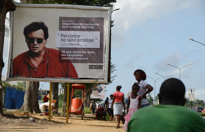 Effigie de Guy-André Kieffer sur une affiche de Reporters sans frontières (RSF) dans les rues d'Abidjan en 2014.