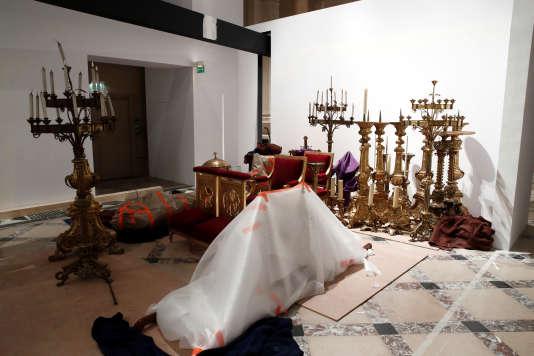 Des oeuvres sauvées de l'incendie de la cathédrale Notre-Dame de Paris, ici entreposées à l'Hôtel de ville, le 16 avril.