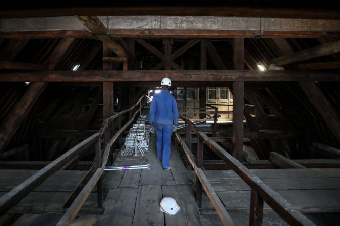 Dans la «forêt» deNotre-Dame de Paris, au début des travaux de rénovation, en juin 2018.