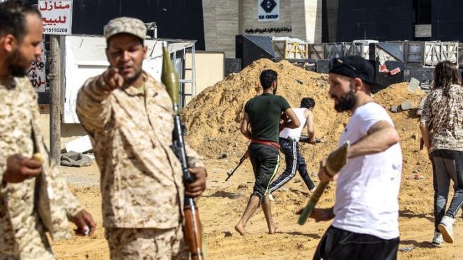 Des combattants loyaux au gouvernement de Tripoli, au sud de la capitale, le 10 avril 2019.