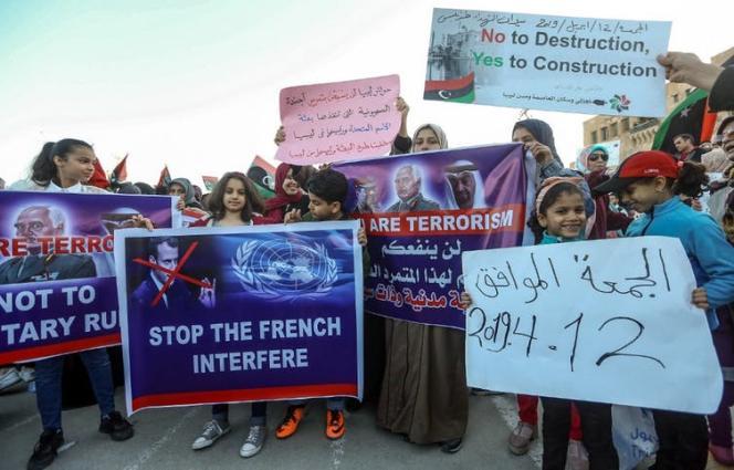 Manifestation sur la place des Martyrs, à Tripoli, le 12 avril 2019.