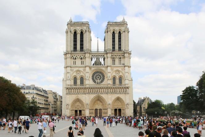Le parvis de la cathédrale de Notre-Dame de Paris, en juillet 2016.
