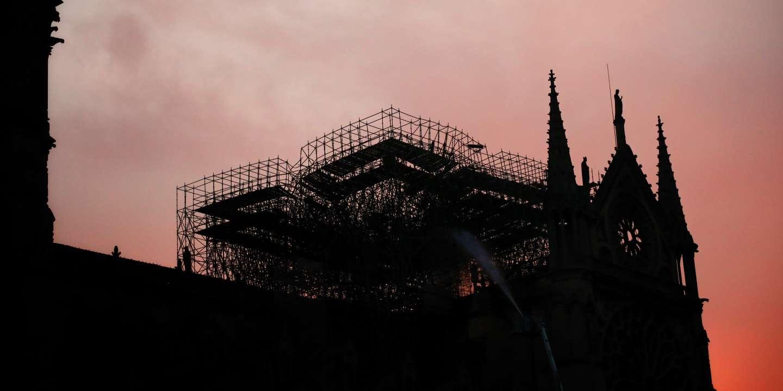 Le jour se lève sur Notre Dame de Paris, le 16 avril 2019.