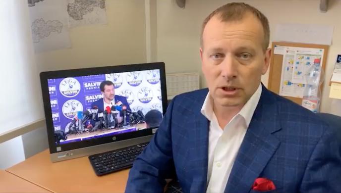 Sur les réseaux sociaux, Boris Kollar, dirigeant du parti conservateur Sme Rodina, se réjouit de son récent partenariat avec le vice-premier ministre italien.