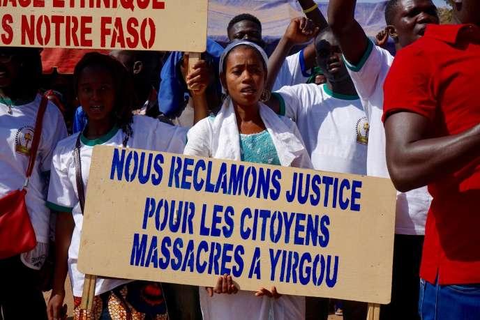 Des manifestants demandent justice pour les victimes des villages des environs de Yirgou, le 12 janvier 2019, à Ouagadougou.