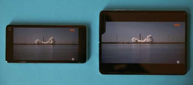 Une bande annoncesur le Samsung S10 (à gauche) et sur le Fold.