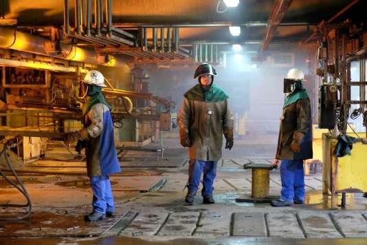 Des employés de la Société Le Nickel (SLN), filiale du groupe minier Eramet, à Nouméa, en Nouvelle-Calédonie, en avril 2016.