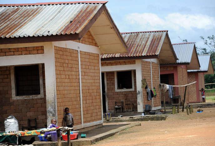 Des logements d'ouvriers des plantations de Firestone à Harbel, au Liberia, en octobre 2016.