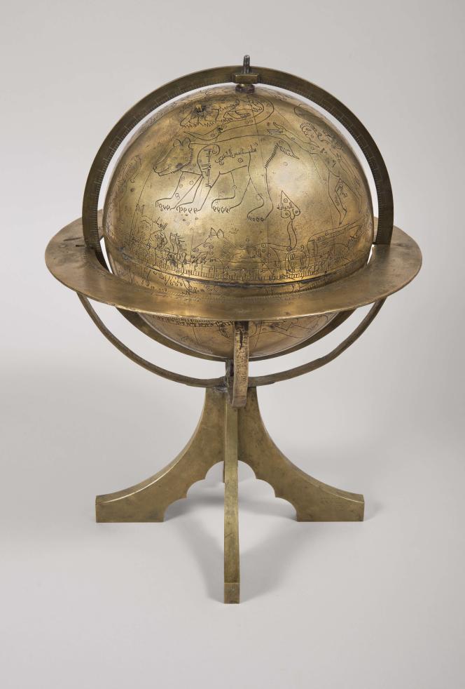 Globe céleste en cuivre gravé attribué à Ibrahim ibn Said al-Sahli al-Whazzan (XIe siècle).