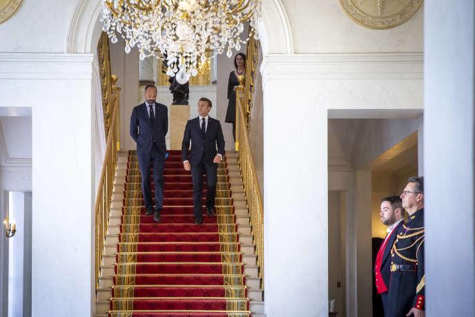 Emmanuel Macron et Edouard Philippe au palais de l'Elysée à Paris, le 17 avril.