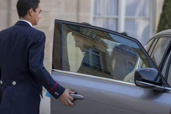 Anne Hidalgo arrive à une réunion de lancement de la reconstruction de la Cathédrale de Notre-Dame de Paris à l'Elysée, le 17 avril.