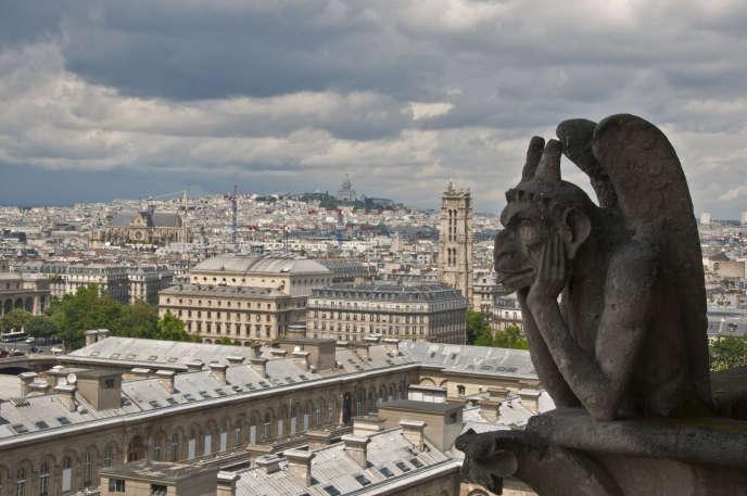Gargouilles sur la façade de Notre-Dame de Paris, en juin 1996.