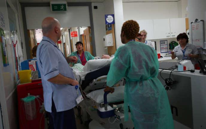 L'hôpital universitaire de Milton Keynes, en Grande-Bretagne, le 23 mai 2018. Le pays fait face à une pénurie d'infirmières, avec 40 000 emplois vacants.