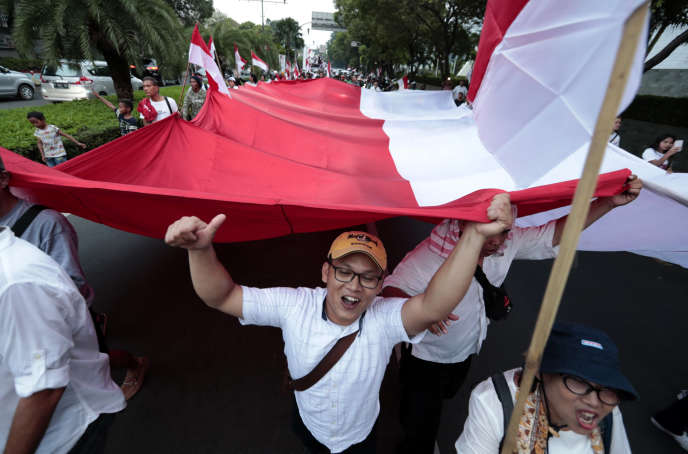 Des partisans de Joko Widodo, à Djakarta, le 17 avril.