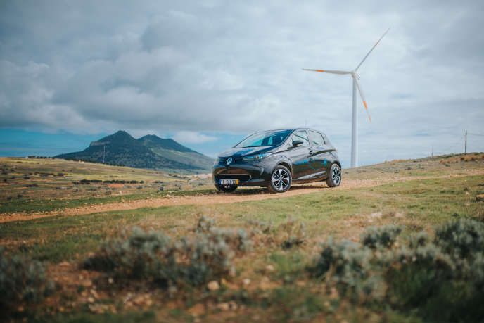 Les Zoé de l'îlede Porto Santo, sur l'archipel de Madère, permettent d'absorber une partie de l'électricité photovoltaïqueet éolienne.