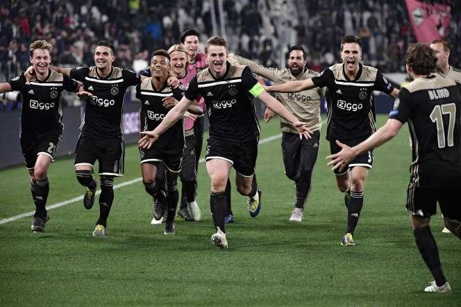 La joie des joueurs de l'Ajax après l'élimination de la Juventus Turin en quarts de finale de la Ligue des champions.