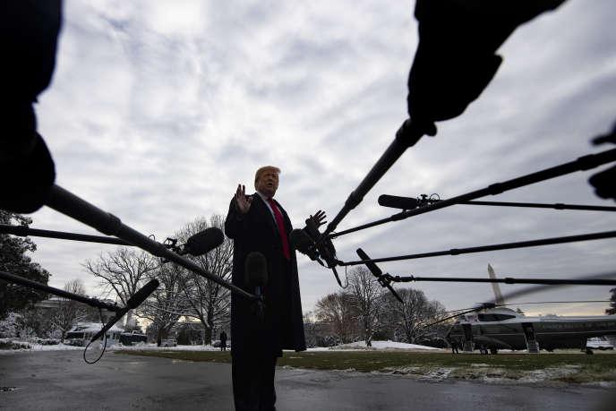 Les médias interrogent le président américain, Donald Trump, à la Maison Blanche (Washington), le 14 janvier.