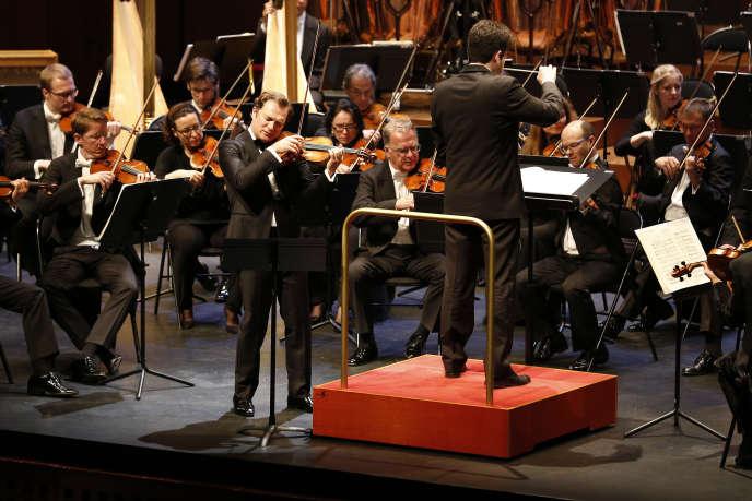 Le violon de Renaud Capuçon est à la manœuvre aux côtés de l'Orchestre symphonique de Vienne dirigé par Lahav Shan.