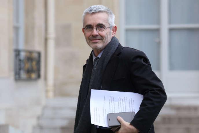 Le secrétaire général de Force ouvrière, Yves Veyrier, sur le perron de l'Elysée, en décembre 2018.