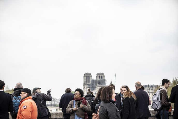 Sur les bords de Seine, au lendemain de l'incendie de Notre-Dame de Paris, le 16 avril.